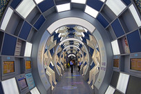 时空隧道造型的禁毒展览