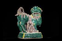 明代绿釉土胎狮子