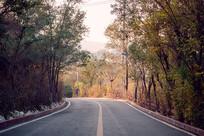 秋天山间小路