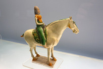 唐代彩色釉陶骑马女俑