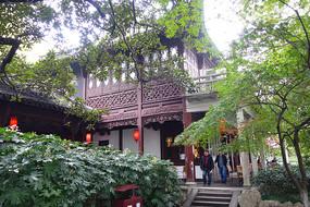 西子湖畔的中式传统建筑