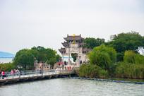 太湖仙岛码头与游人