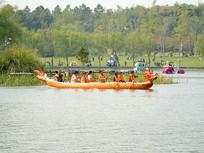 划龙舟友谊赛