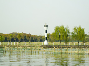 湖泊海洋岸边灯塔