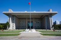 蓝天下的北京师范大学主楼