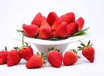 新鲜红草莓