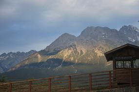 玉龙雪山早晨