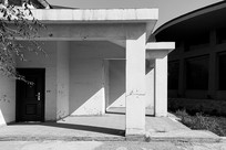 黑白建筑门厅