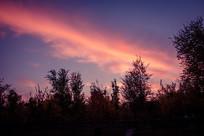 天空夕阳一抹红