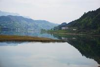 湖光水色调
