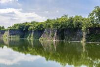 日本大阪城内护城河与城墙