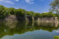 日本大阪城内护城河与城墙正面