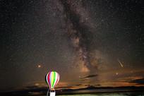赛里木湖流星与热气球