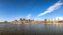 蓝天白云下的新中式建筑群