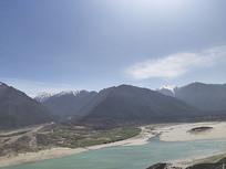 西藏林芝沿路河流风景