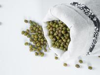 布袋中绿豆图片