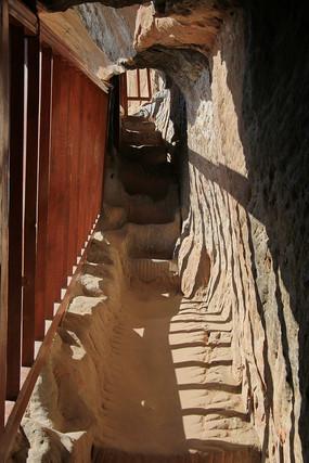 马蹄寺石窟过道