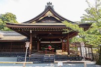 日本京都伏见稻荷大社修缮中的庵建筑