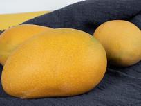 实拍香甜的芒果