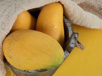 新鲜水果芒果的摄影图