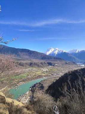 雅鲁藏布河流风光