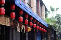 挂着灯笼的中国建筑