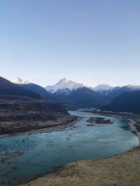 西藏林芝傍晚河道风景