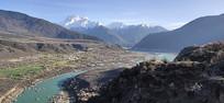 西藏林芝河流春光