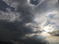 雨后多变的蓝天