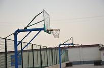 下午时间的篮球场