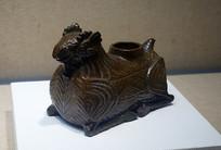 東漢越窯褐釉羊形器