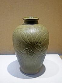 南宋越窑青瓷萱草纹梅瓶