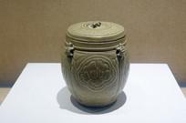 越窑青瓷牡丹纹龟钮盖罐