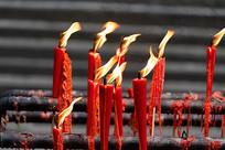 被风吹的烛火