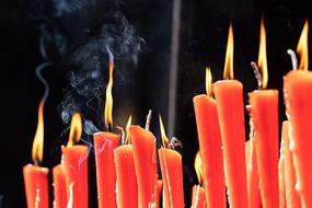 冒烟的蜡烛
