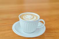 一杯卡布奇诺咖啡