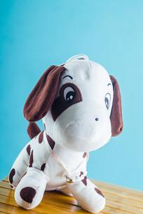 一只玩具狗
