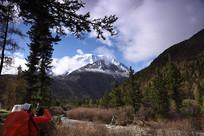 圣洁的雅拉雪山