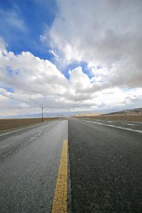 青藏高原国道柏油马路