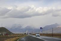 自驾旅行在高原国道