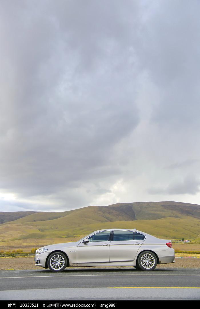 高原上的小汽车图片