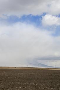 浓云大雾席卷大地