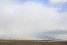 浓云大雾席卷的土地