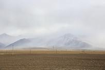 浓云大雾席卷雪山