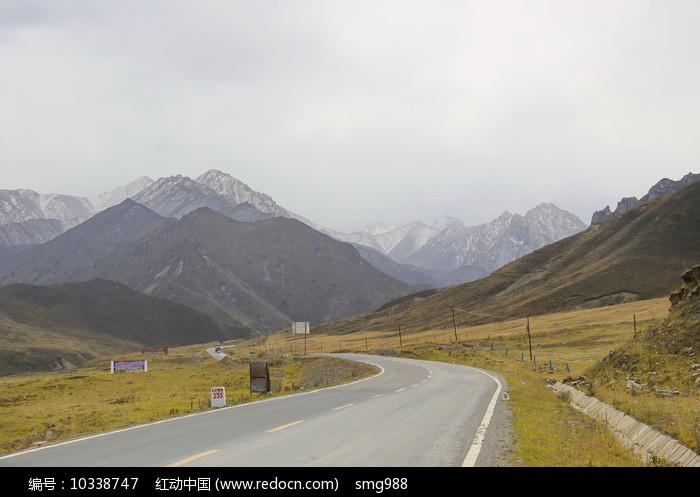 青藏高原雪山地区国道图片