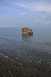青海湖岸边水浪