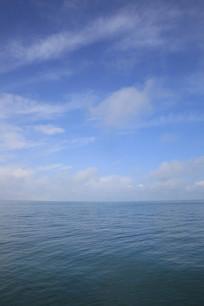 青海湖湖面平静