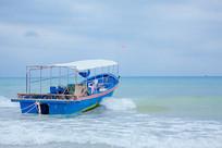 大海里的渔船