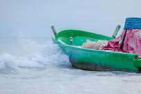 海浪和渔船