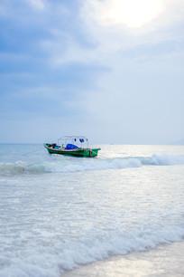 海里的渔船